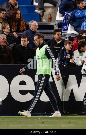 Estadio Municipal de Butarque, Leganes, Spain. 15th Apr, 2019. La Liga football, Leganes versus Real Madrid; Gareth Bale (Real Madrid) warms up before substituting Credit: Action Plus Sports/Alamy Live News - Stock Image