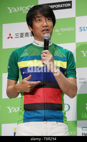 Tokyo, Japan. 14th May, 2019. Japanese sports journalist Tetsuo Nakanishi displays a cycling jersey designed by British designer Paul Smith as he attends a promotional event of the Tour de Tohoku 2019 fun ride in Tokyo on Tuesday, May 14, 2019. Tour de Tohoku is is an annual cycling event to support Tohoku region, northern Japan as a massive earthquake and tsunami attacked the region in 2011. Credit: Yoshio Tsunoda/AFLO/Alamy Live News - Stock Image