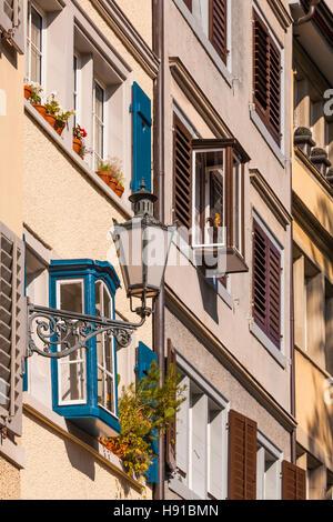 Schweiz, Kanton Zürich, Zürich, Altstadt, Fortunagasse, Erker, Kandelaber - Stock Image