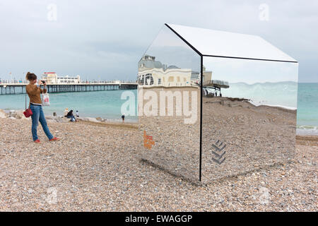 Mirrored beach hut art installation by ECE architects on Worthing Beach - Stock Image