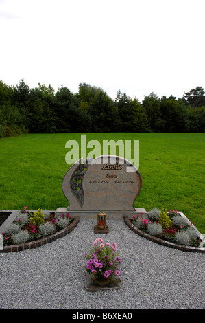 friedhof sennelager cemetery graveyard headstone death mortality tribute burial memorial germany deutschland - Stock Image
