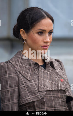 Prince Harry, Duke of Sussex and Meghan, Duchess of Sussex lay ferns and a wreath at the tomb of the Unknown Warrior while they visit the newly unveiled UK war memorial and Pukeahu National War Memorial Park on October 28, 2018, in Wellington, New Zealand. - Stock Image