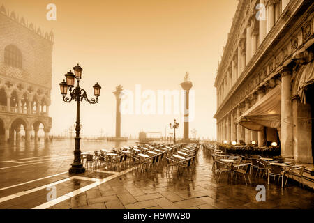 Piazza San Marco, Palazzo Ducale, doge s Palace, street cafe Chioggia,Colonne di San Marco e San Tadaro , Dogenpalast, - Stock Image