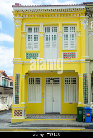 Traditional Peranakan terrace house painted yellow in Joo Chiat Singapore - Stock Image