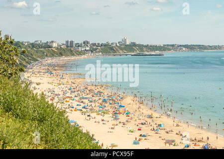 Bournemouth, UK. 4th August 2018. The heatwave continues in the UK with huge numbers of people going to the beach in Bournemouth and Poole. People on the sand and in the sea during the hot weather. Credit: Thomas Faull/Alamy Live News - Stock Image
