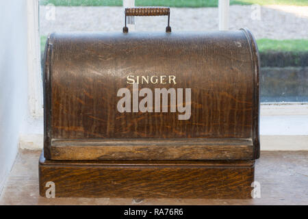 An old vintage Singer sewing machine in its wooden case - Stock Image