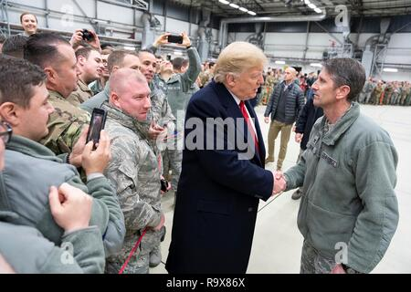 U.S. President Donald Trump greets U.S. service members during stop-over at Ramstein Air Force Base following a surprise visit to Iraq December 26, 2018 in Ramstein-Miesenbach, Germany. The president and the first lady spent about three hours on Boxing Day at Al Asad, located in western Iraq, their first trip to visit troops overseas since taking office. - Stock Image