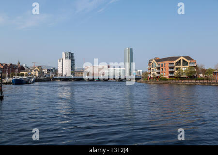 View looking up the River Lagan in Belfast Northern Ireland. - Stock Image