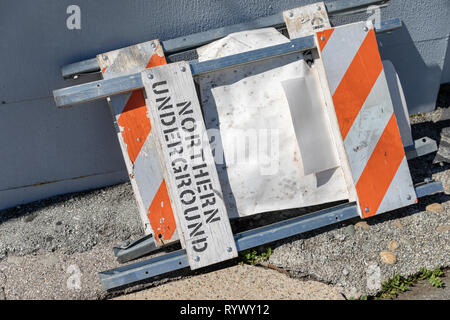 Northern Underground, road barrier; Sunnyvale, California, USA - Stock Image