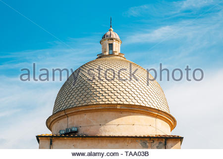 Leaning Tower of Pisa square dome roof in Italy - Stock Image