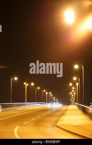 Traffic and night lighting at night on the Theodor Heuss Bridge in Mainz. - Stock Image