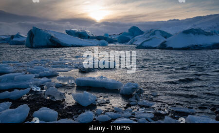 Sundown in the glacier lagoon of Joekulsarlon, winter in Iceland, Europe - Stock Image