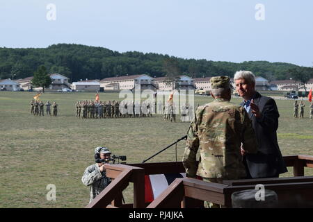 Gov. Rick Snyder and Maj. Gen. Gregory Vadnais, Michigan National Guard adjutant general, address an assembly of Michigan National Guard soldiers and airmen at the Michigan National Guard's annual Memorial Pass and Review, Camp Grayling Joint Maneuver Training Center, Mich., Aug. 24, 2018 (Air National Guard photo by 1st Lt. Andrew Layton/released). - Stock Image