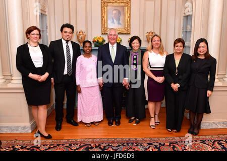 U.S. Secretary of State Rex Tillerson poses for a photo with the 2017 Trafficking in Persons Heroes at the U.S. - Stock Image