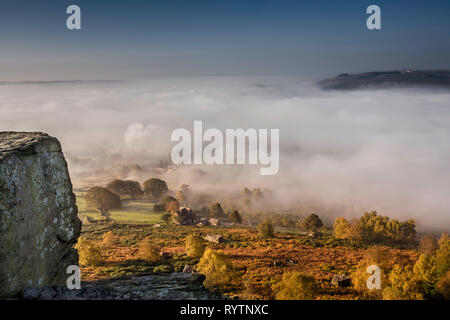 View from Curbar Edge, Derbyshire with autumn mist in the valley - Stock Image