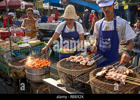 Thailand street food vendors. Young Thai couple, Thailand, Southeast Asia - Stock Image