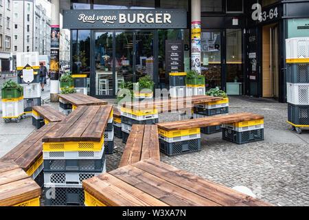 Swing Kitchen Vegan Burger restaurant in Rosenthaler Str., Mitte-Berlin - Stock Image