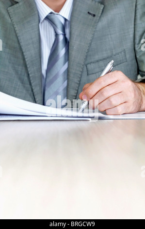 Businessman signing contract - Stock Image