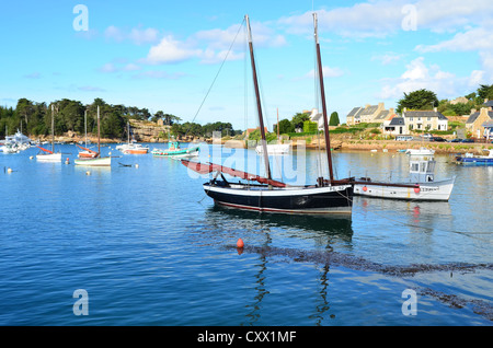 Port of Ploumanac'h, Code de granit rose, Brittany, France - Stock Image
