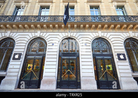 PARIS, FRANCE - JULY 21, 2017: Closed Apple store exterior and building facade in Paris, France. - Stock Image