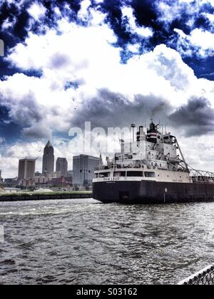 Boat on the Cuyahoga river in Cleveland Ohio USA. - Stock Image