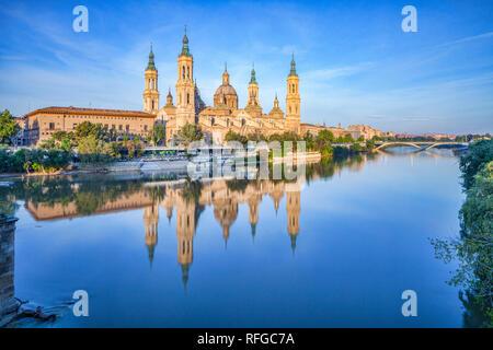 Basilica of Our Lady of the Pillar and the River Ebro, Zaragoza, Aragon, Spain. - Stock Image