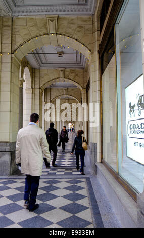Arches along the sidewalk in front of the Hudson's Bay Company department store located at 200 8 Avenue Southwest - Stock Image
