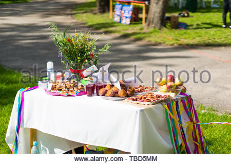 Mix of sweet snacks and drinks on a table at a - Stock Image