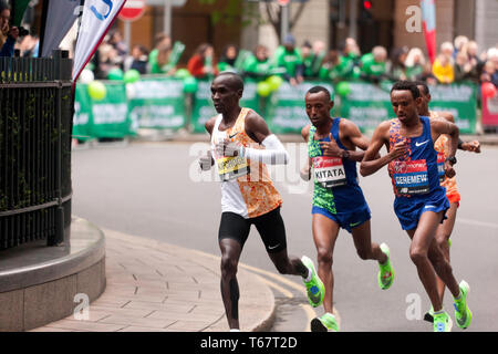 Eliud Kipchoge from Kenya, leading  the men's Elite 2019 London Marathon, from Mosinet Geremew, Tola Shura Kitata and Mule Wasihun, Eliud  went onto win in a time of 02:02:37 - Stock Image