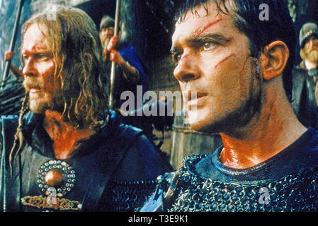 THE 13TH WARRIOR 1999 Touchstone Pictures film with Antonio Banderas at right and Dennis Storhøi - Stock Image