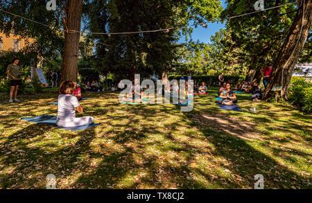 Italy Piedmont Turin Valentino Botanical garden - Wellness activity at the botanical garden - Yoga - Stock Image