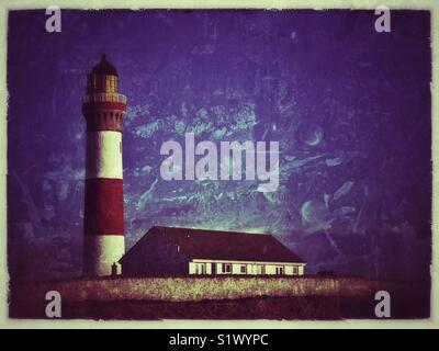 Lighthouse with building adjacent. - Stock Image