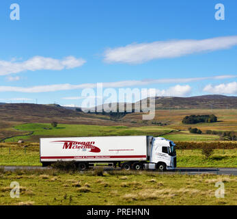 Morgan Mclernon HGV. Chilled & Frozen Distribution. M6 Northbound carriageway, Shap, Cumbria, England, United Kingdom, Europe. - Stock Image