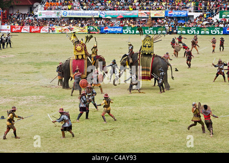Thailand, Surin, Surin.  Soldiers battle in an ancient war re-enactment during the Elephant Roundup festival. - Stock Image