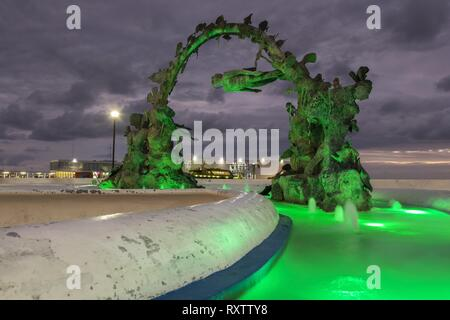 Copper Brass Diver Sculpture Public Art and Starfish Fountain at San Miguel De Cozumel Mexico Waterfront - Stock Image