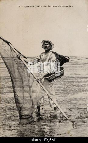 Dunkerque (Dunkirk) France - Crevette (shrimp) fisherman.     Date: 1909 - Stock Image