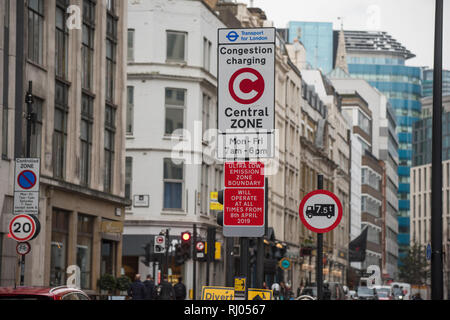 Ultra low emission warning sign City of London London England UK. Feb 2019 Sign warning drivers that as from 8 April most of London will be a Ultra Lo - Stock Image