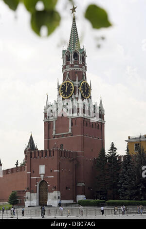 The picture shows the clock-tower of the Kremlin in Moscow, Russia, 05 July 2007. Photo: Peter Kneffel - Stock Image