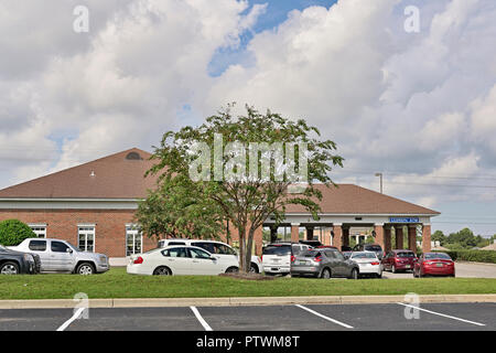 Cars lined up or queuing up at a bank drive through or drive thru in Montgomery Alabama, USA. - Stock Image