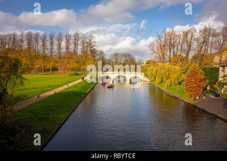 Bridge on River Cam, Cambridge, in autumn looking north from Garret Hostel Bridge - Stock Image