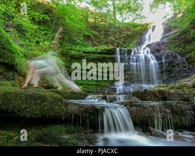 Settle, UK. 5th September 2018. UK Weather woman practicing yoga on a unusually hot sunny September day at Scaleber Force Waterfall, High Hill lane, Settle, Yorkshire Credit: Doug Blane/Alamy Live News - Stock Image