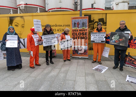 London, UK. 10th December 2018. Protesters with banners and posters opposite the US Embassy at the final 'Shut Guantanamo!' monthly protest of 2018 at the US Embassy on the 70th anniversary of the Universal Declaration of Human Rights (UDHR). This declared 'No one shall be subjected to torture or to cruel, inhuman or degrading treatment or punishment' and 'No one shall be subjected to arbitrary arrest, detention or exile.' Guantanamo still has 40 detainees who have been tortured and held in indefinite detention without trial for almost 17 years. Credit: Peter Marshall/Alamy Live News - Stock Image