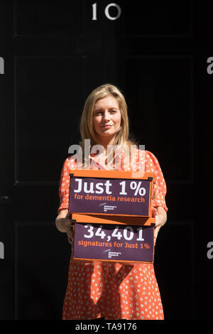 Countdown presenter Rachel Riley delivers a petition of 35,000 signatures calling for more government funding into dementia. - Stock Image