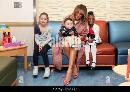 U.S. First Lady Melania Trump chats with young patients during the traditional holiday visit to Childrens National Hospital December 13, 2018 in Washington, DC. - Stock Image