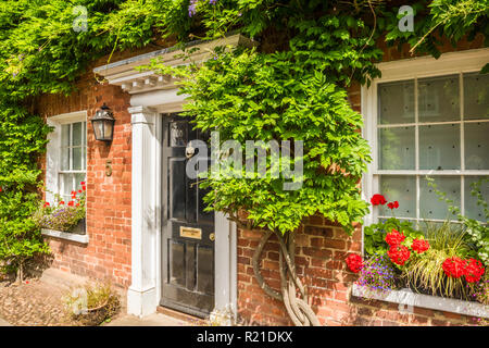 A picturesque Georgian brick cottage in Woburn, Bedfordshire - Stock Image