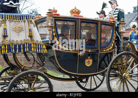 Stockholm, Sweden, November 13, 2018. President of Italy, Sergio Mattarella and First Lady of Italy, Laura Mattarella, visiting Sweden at the invitation of The King of Sweden. The royal couple meets the presidential couple at the Royal Stables for the cortege. Credit: Barbro Bergfeldt/Alamy Live News - Stock Image