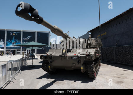 Jerusalem, Israel. 26th June, 2019. A Howitzer M109 Doher stands on display. Operational since 1995, it includes a 155mm Howitzer cannon mounted on an armor protected tracked vehicle. 'Our IDF' exhibition opens at the First Station in Jerusalem featuring armored combat vehicles, an F16 fighter jet, an audio video presentation and combat simulators based on virtual reality. The conscription based IDF, considered in Israel the 'people's army', opens its doors to the public free of charge fulfilling its role in creating a close bond with the public. Credit: Nir Alon/Alamy Live News. - Stock Image