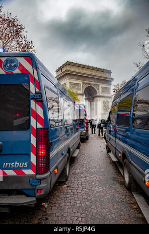 Paris, France. 1st December, 2018.  Gendarmerie checkpoint in front of Arc de Triomphe during the Yellow Vests protest against Macron politic. Credit: Guillaume Louyot/Alamy Live News - Stock Image