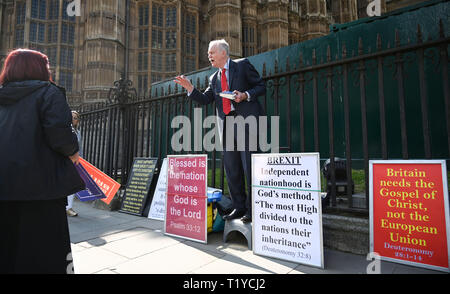 London, UK. 29th Mar, 2019. A religious speaker argues with a Pro Brexit supporter by Parliament Square London today as protesters show their anger at not leaving the EU today . MP's are sitting today to debate leaving the European Parliament on the day it was originally supposed to happen Credit: Simon Dack/Alamy Live News - Stock Image