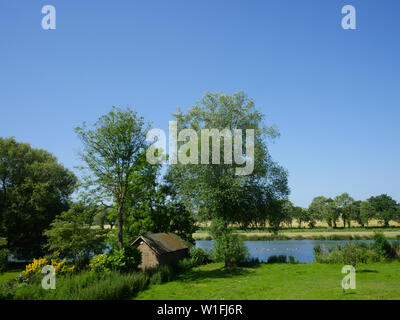 River Thames Idyllic Landscape runs next to The Ridgeway Path, Goring-on-Thames, Oxfordshire, England, UK, GB. - Stock Image